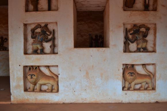 Les bas-reliefs à Abomey